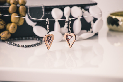Scalesoffmedia small heart earringsimg 1848