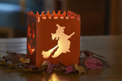 1447101123_halloween_lantern_env__0024