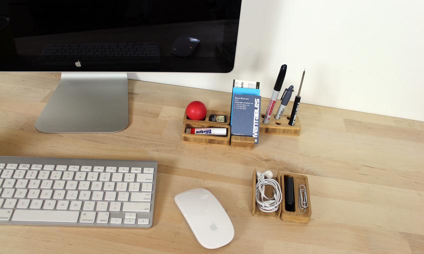 1384217677 desk set 01