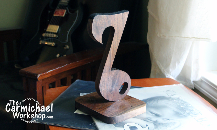 1527989492 headphonestand3