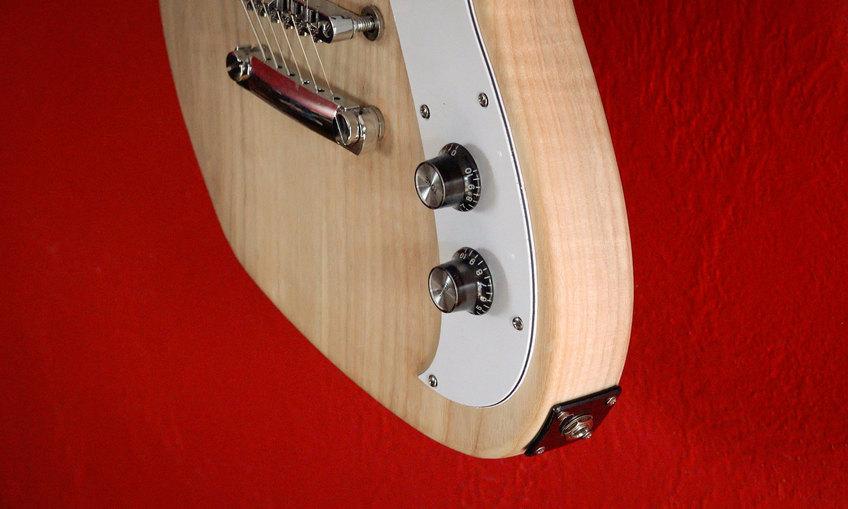 1437452199 guitar build cover 04