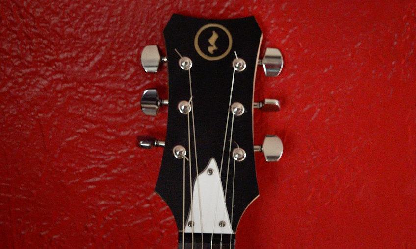 1437452203 guitar build cover 03