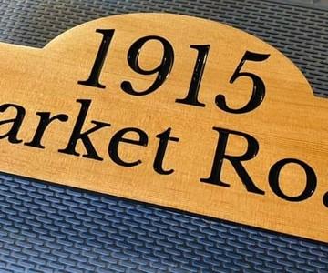 1617845693 market road sign