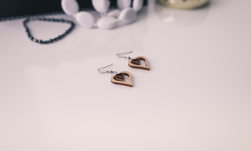 1459439695 scalesoffmedia small heart earringsimg 1823