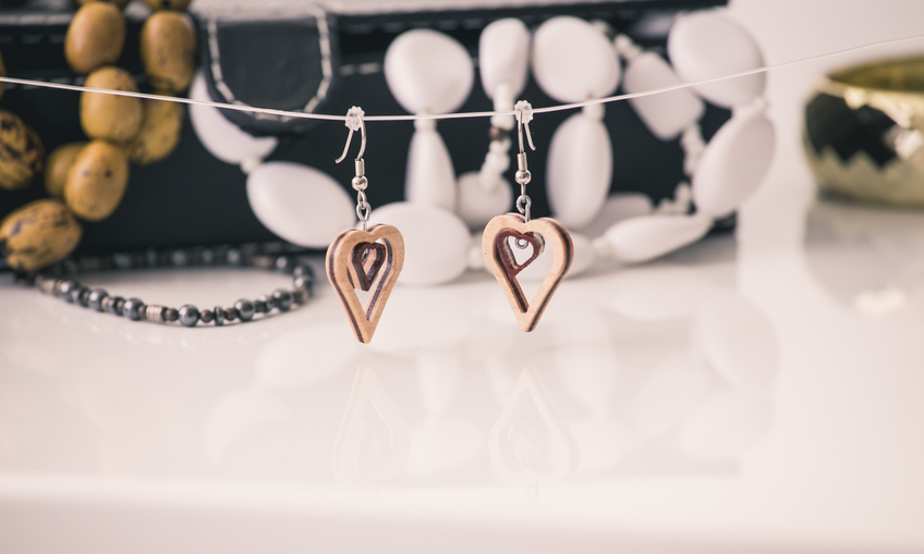 1459439697 scalesoffmedia small heart earringsimg 1848