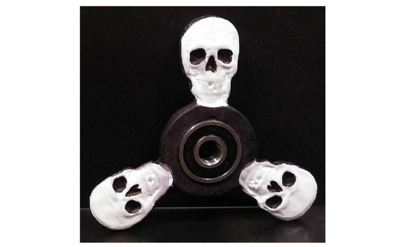 1488940173_skull_fidget_spinner_side_1