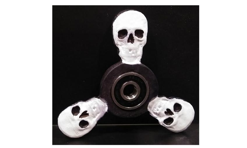 1488940178_skull_fidget_spinner_side_2
