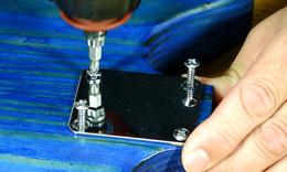 Neckscrewplate